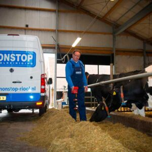 Nonstop Riool Almelo voert een leidingsdetectie uit bij een boer